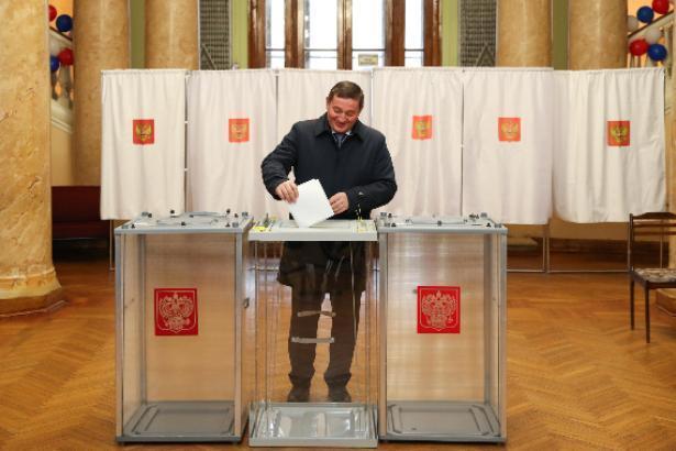 Андрей Бочаров проголосовал в одиночестве