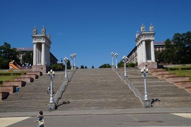 Парадную лестницу набережной Волгограда обещают отреставрировать до конца года