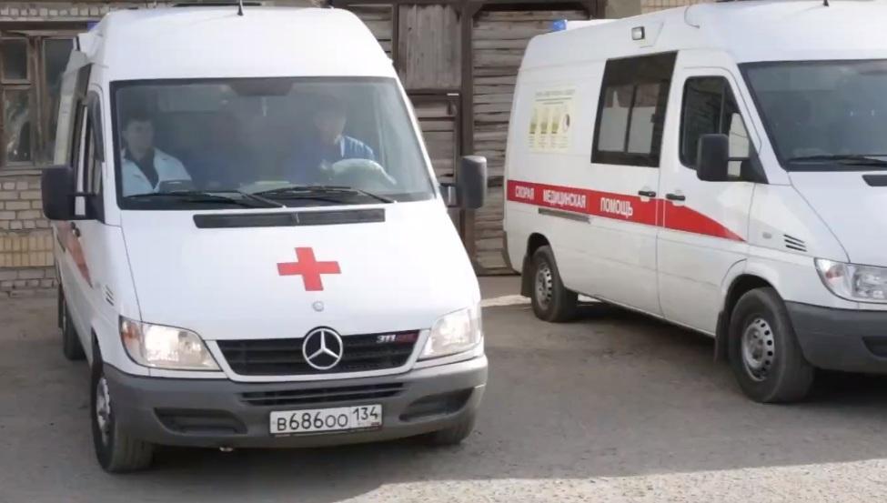 На юге Волгограда водитель на Great Wall протаранила «девятку»: женщина с ребенком в больнице