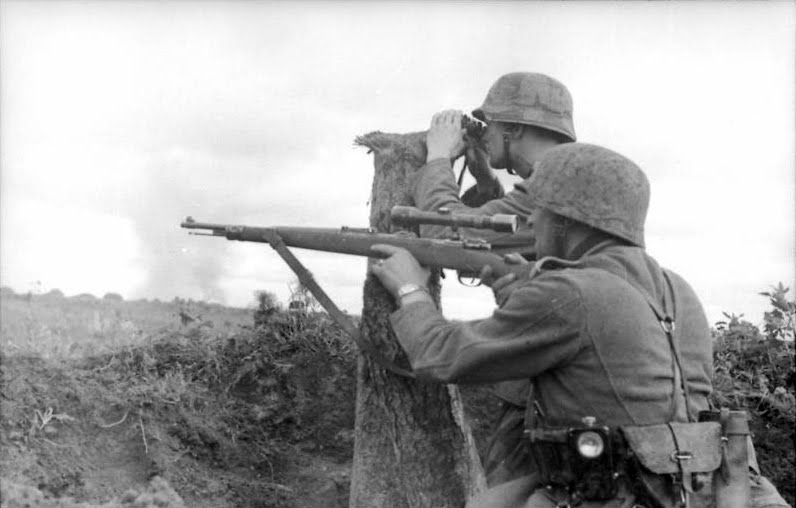 German sniper aiming his Karabiner 98k with 4x Zeiss ZF42 telescopic sight.jpg