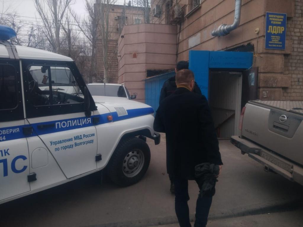 Обыкновенный фашизм: в Волгограде подвергся атаке офис оппозиционной партии